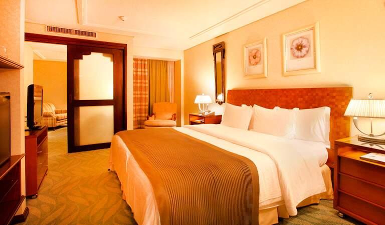 Executiva Suíte com cama grande com ambientes separado