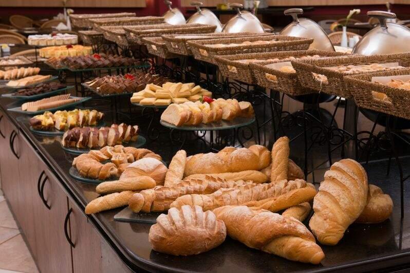 Opções de pães no café da manhã